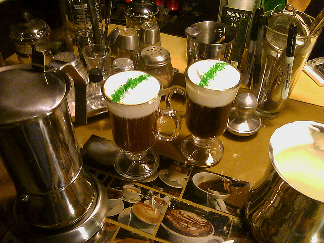 2 Gläser Irish Coffee